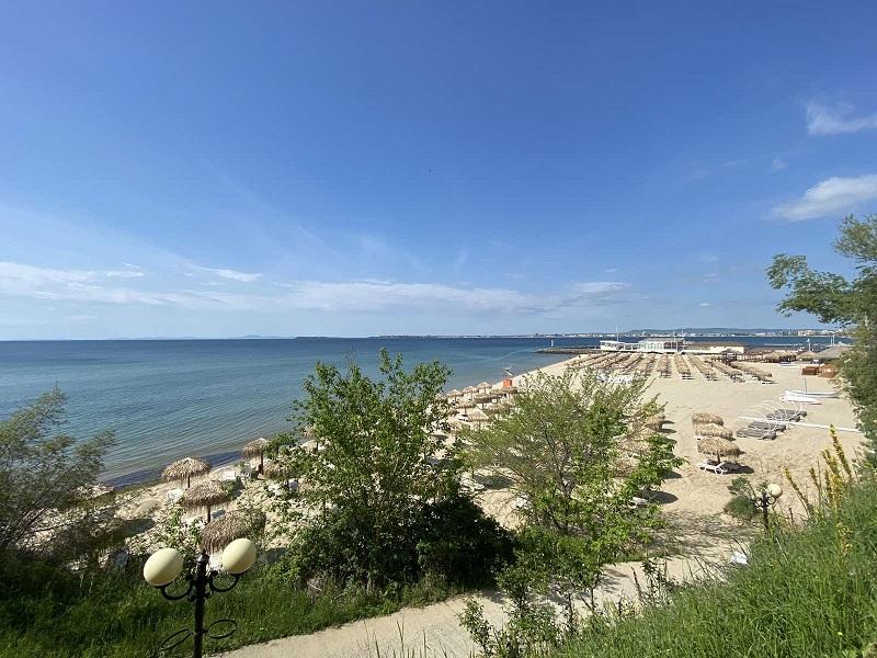 Свети Влас откри сезона с готови плажове