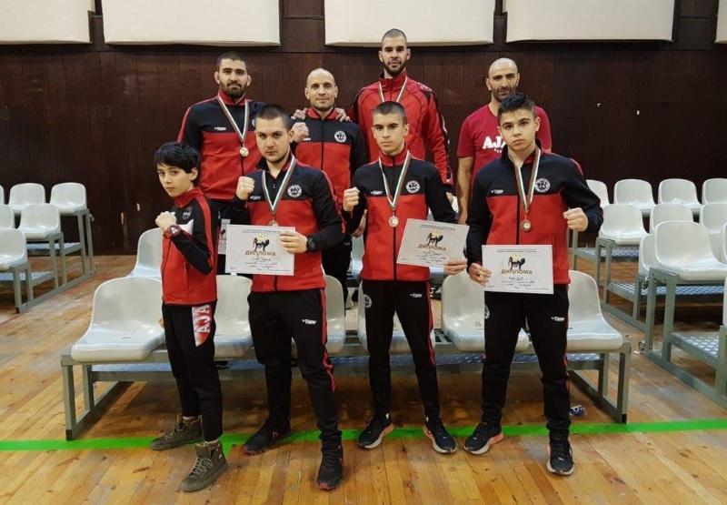 """Бургазлиите от """"Аякс"""" спечелиха 6 медала от шампионата по кикбокс"""