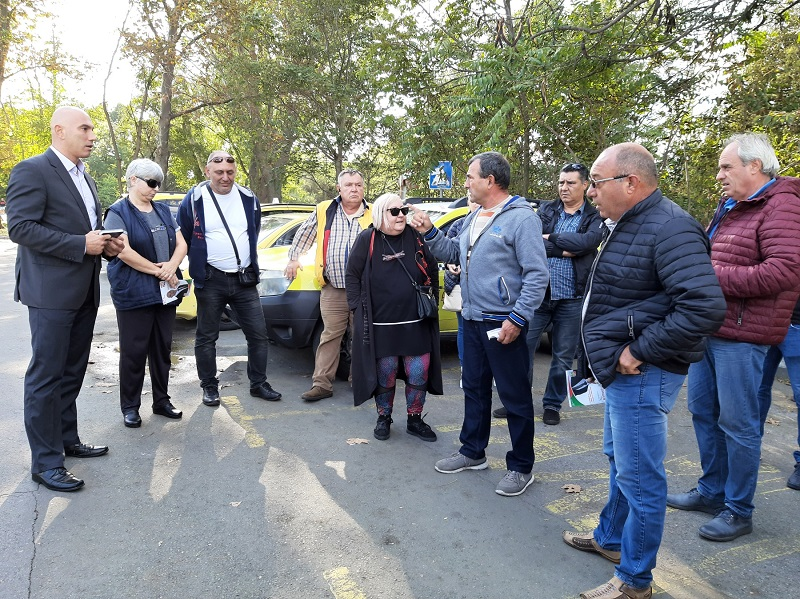Николай Тишев и Снежана Никова проведоха среща с представители на таксиметровия бранш