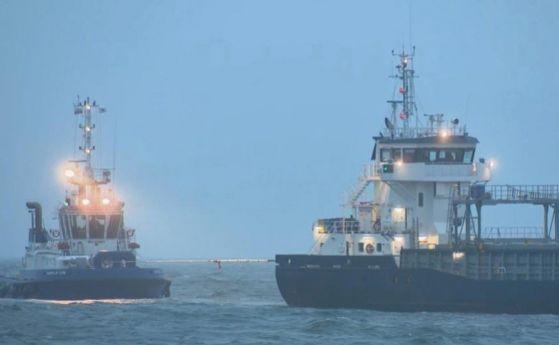 По-малко от 3 дни отне на Дания да изтегли заседналия край бреговете й кораб