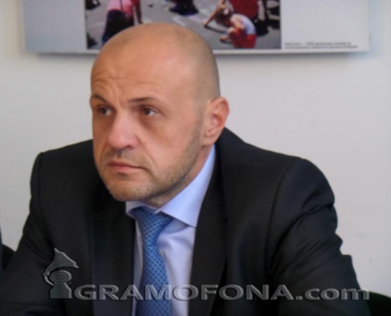 Томислав Дончев: От гледна точка на партийната логика оставането на кабинета носи само щети