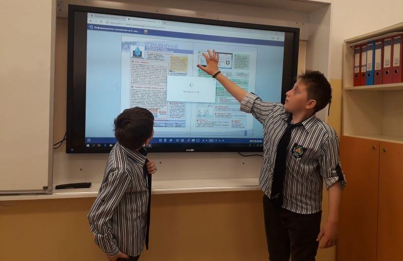 МОН предлага учителите свободно до планират работата си в клас