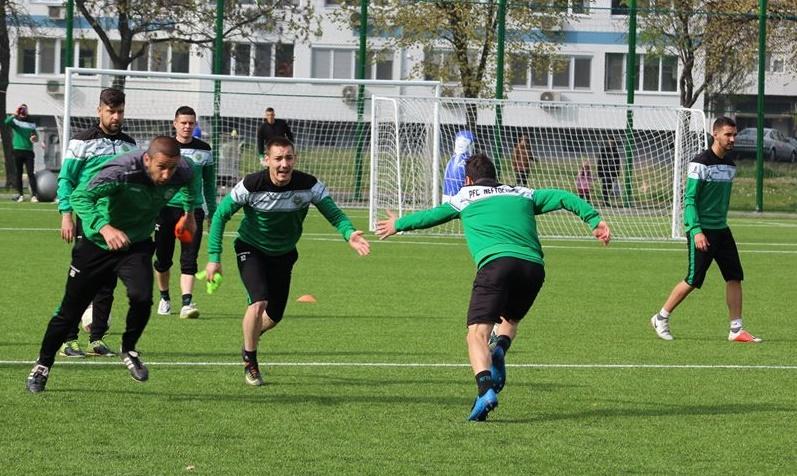 """""""Нефтохимик"""" тренира за професионалния футбол в спа столицата на България"""