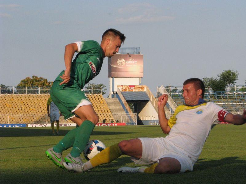 Нефтохимик разгроми с 6:0 Марица Пловдив