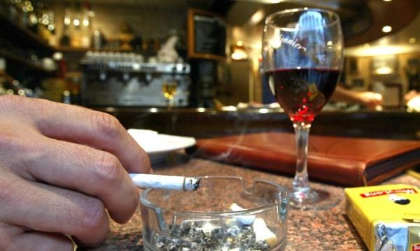 Подкрепяте ли идеята на Валери Симеонов да отпадне забраната за пушене в заведенията?