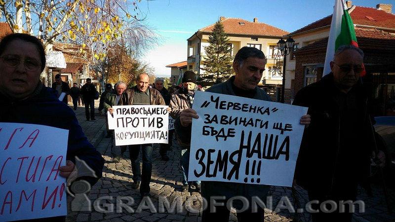 Черноморци на бунт заради бившите складове на нос Червенка
