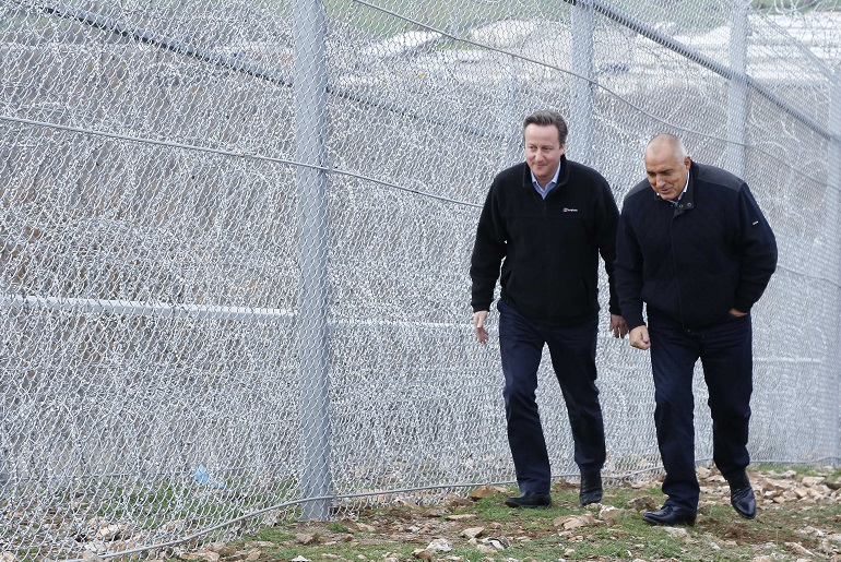Отпускат още пари за оградата по границата