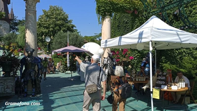 Равадиновският замък не разбра що е COVID криза