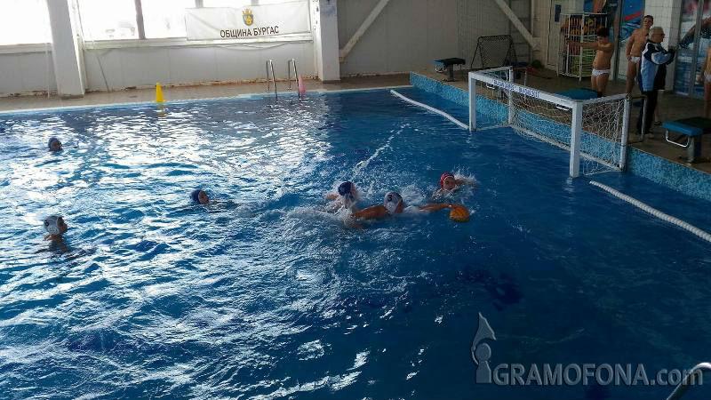 """Искате ли детето ви да се научи да плува? В """"Нептун"""" организират безплатни курсове"""