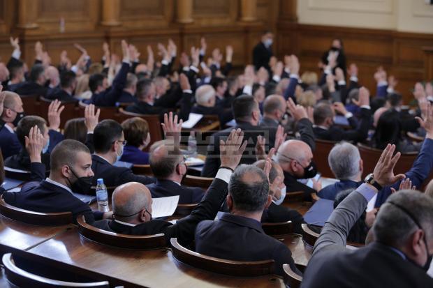 Великденската ваканция на депутатите ще бъде отменена