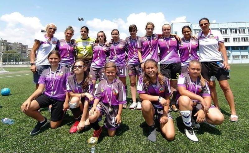 Бургазлийки извоюваха сребро на турнир по футбол за девойки