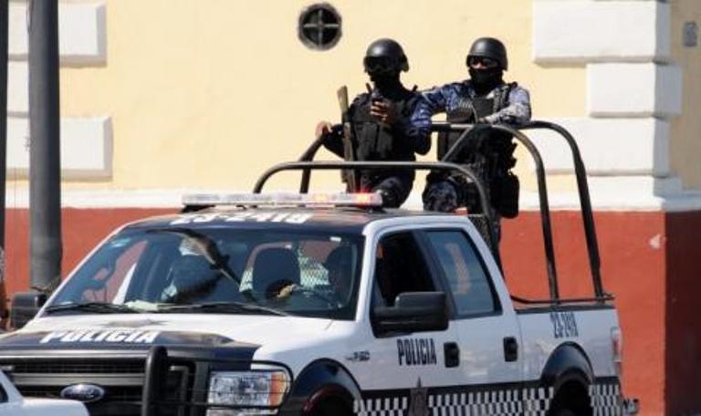 Застреляха трима държавни служители в Мексико