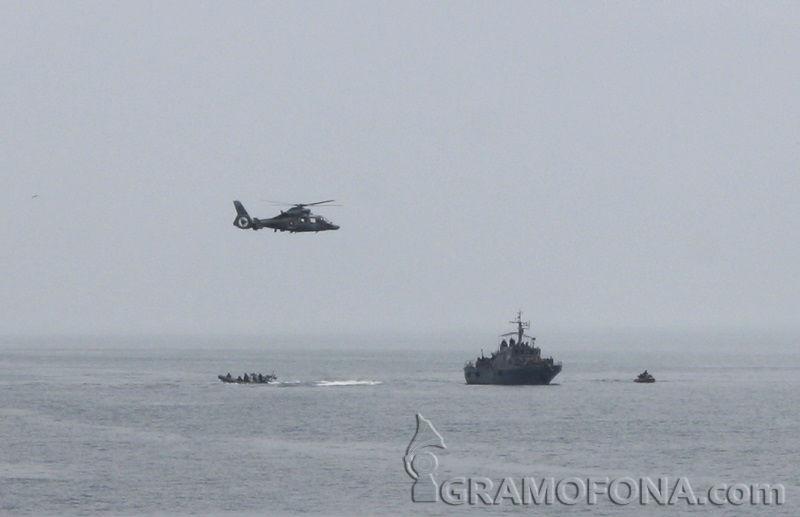 Военен хеликоптер падна в Черно море, трима са ранени